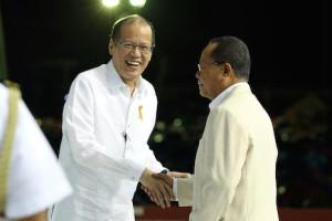 Philippine president courts Catholic charismatics