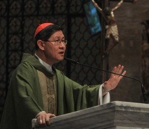 Cardinal Tagle bars priests from saying Mass in campaigns