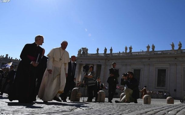 At Audience, Pope prays Rosary for earthquake victims