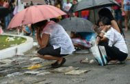 Church protests drug war killings as Philippines honours the dead