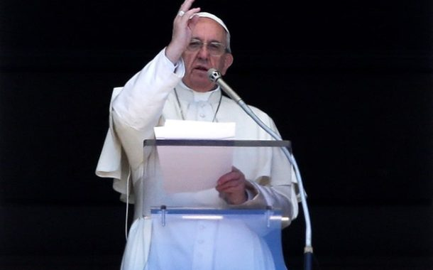 Pope Francis prays for persecuted Christian communities